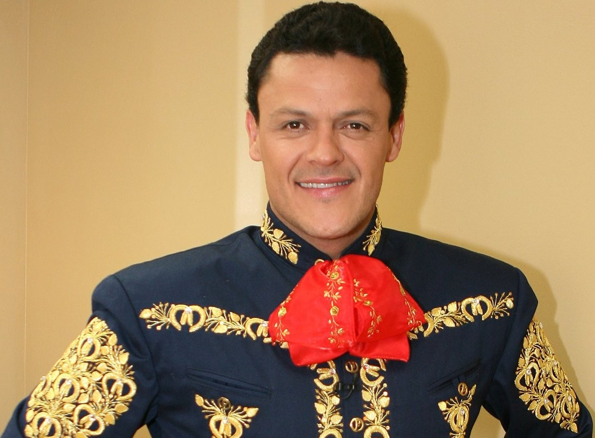 pedro fernandez mexico singer biography
